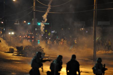 photo police riot teargas // 1000x664 // 880.5KB