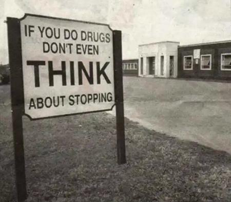 bw drugs photo sign // 700x613 // 73.3KB