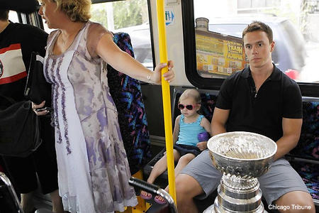 blackhawks chicago jonathan_toews photo stanley_cup // 595x397 // 103.7KB