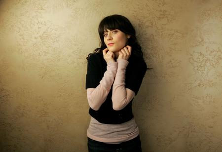 blue_eyes brunette high_res jeans photo sweater zooey_deschanel // 3000x2051 // 444.2KB
