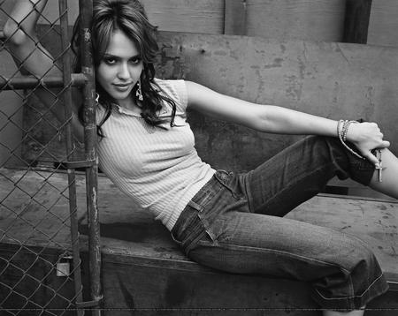 bw high_res jeans jessica_alba // 3500x2784 // 1.7MB