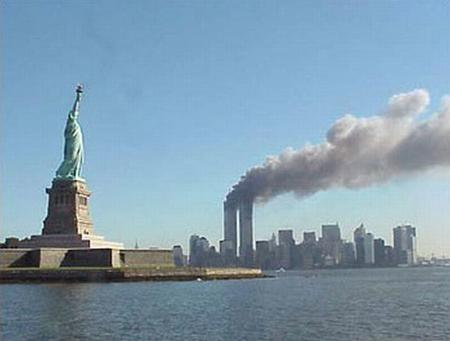 911 new_york photo statue_of_liberty wtc // 800x606 // 43.2KB