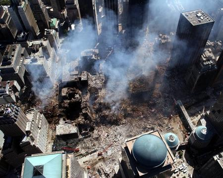 911 aerial new_york photo rubble smoke wtc // 800x640 // 152.8KB