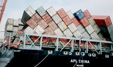 cargo container photo ship // 572x341 // 208.6KB