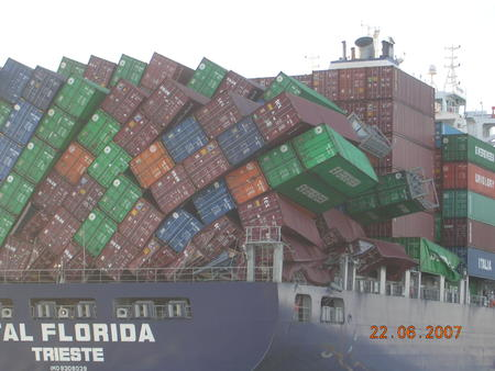 cargo collapse container high_res photo ship // 1600x1200 // 375.1KB