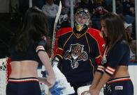 craig_anderson creepy goalie hockey ice_girls // 500x350 // 148.0KB