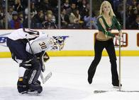 goalie hockey ice_girls nashville predators // 1000x727 // 80.9KB