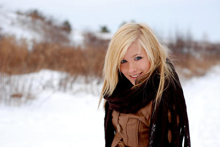 blonde blue_eyes jacket scarf snow // 640x428 // 57.3KB