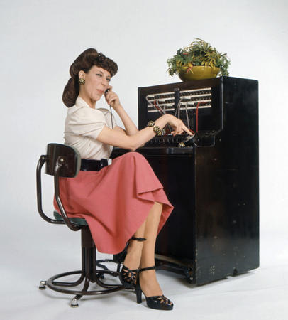 bruentte high_heels lily_tomlin operator phone_lady skirt // 500x554 // 117.5KB