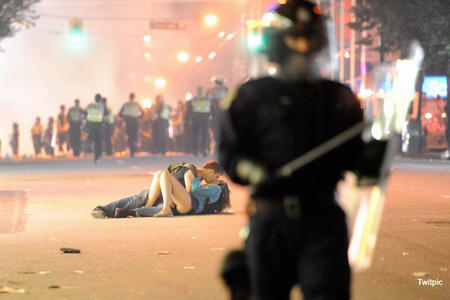 photo police riot vancouver // 600x400 // 73.2KB