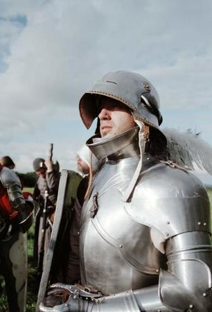armor gauntlet photo sallet shield // 500x736 // 34.5KB