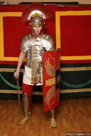 armor gladius helmet photo roman shield sword // 407x610 // 61.6KB