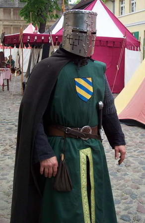 cape chainmail helmet photo // 414x638 // 50.3KB
