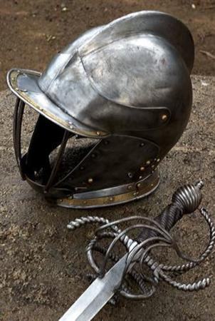 helmet photo sword // 268x400 // 31.3KB