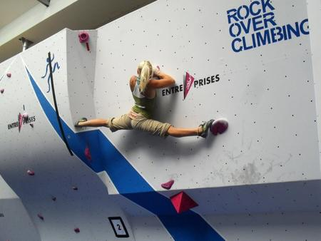 blonde climbing photo ponytail splits // 919x690 // 59.0KB