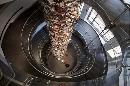 book photo stairs // 920x609 // 104.1KB