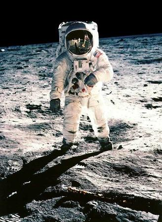 astronaut buzz_aldrin moon photo space // 750x1028 // 98.8KB