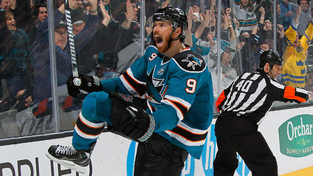 beard hockey home_jersey martin_havlat photo reaction san_jose sharks // 644x364 // 299.8KB