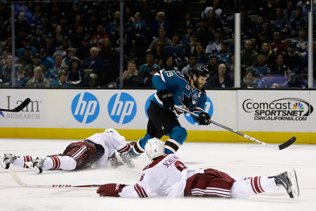 beard coyotes hockey home_jersey joe_thornton photo san_jose sharks // 709x472 // 112.5KB