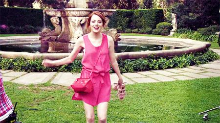 animated emma_stone reaction redhead thumbs_up // 500x279 // 947.1KB