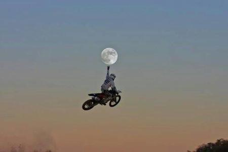 awesome moon motorcycle photo // 500x333 // 7.0KB