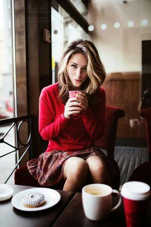 blonde coffee donut photo skirt sweater // 500x750 // 46.7KB