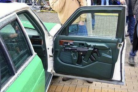 car photo rifle // 500x334 // 36.9KB