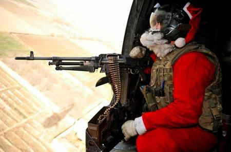 machinegun photo santa // 919x606 // 56.0KB