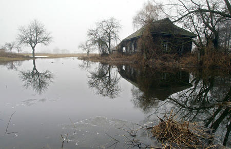 fog house lake photo scenery // 1247x807 // 448.7KB