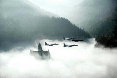 castle cloud fighter_jet mountains photo scenery // 500x335 // 14.3KB