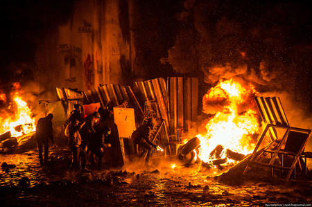 fire photo riot tires ukraine // 1100x732 // 342.7KB