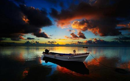 boat clouds photo scenery // 920x575 // 45.9KB
