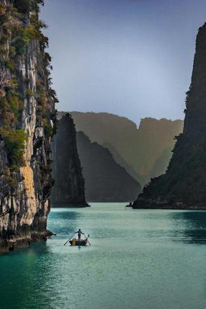 boat cliff photo scenery // 550x825 // 60.7KB