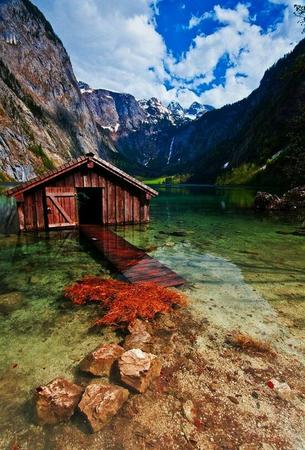 cliff lake photo scenery // 550x811 // 103.3KB