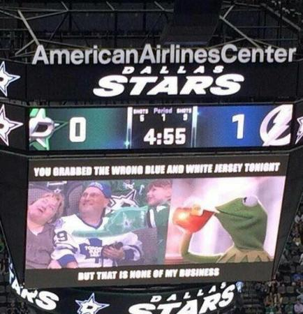 dallas hockey jumbotron kermit_the_frog photo // 600x622 // 61.9KB