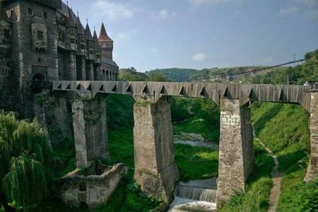 bridge castle photo scenery // 600x400 // 38.0KB