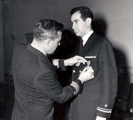bw john_fitzgerald medal photo purple_heart wwii // 960x866 // 76.9KB