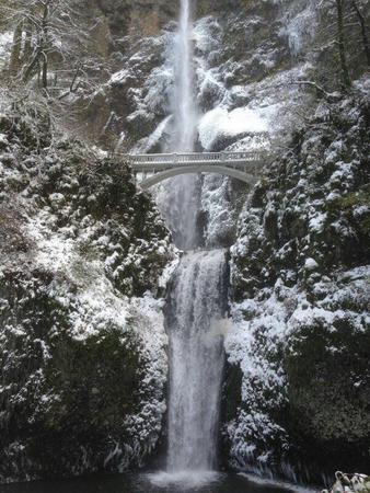 bridge photo scenery snow waterfall // 600x800 // 130.3KB