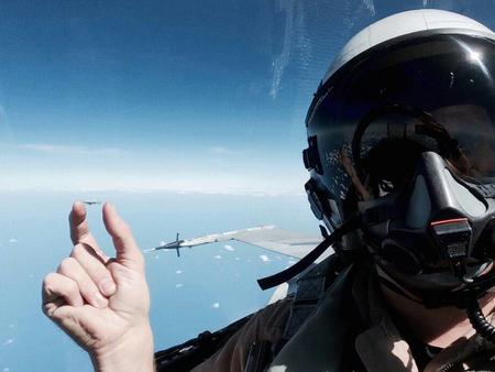 helmet jet photo selfie // 920x690 // 59.2KB