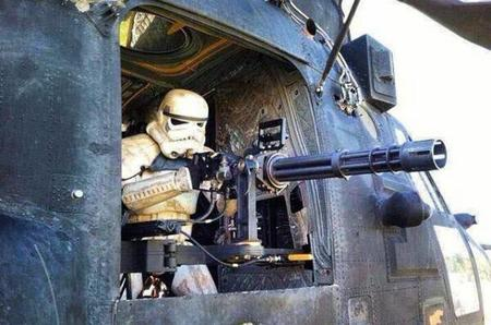 gun helicopter helmet machinegun photo star_wars stormtrooper // 600x397 // 44.5KB
