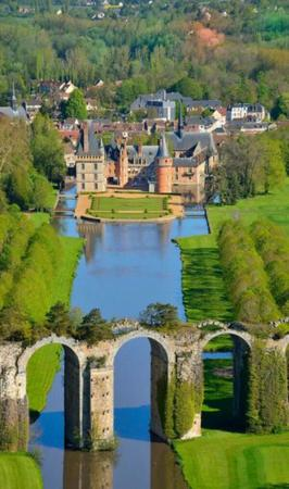 aquaduct buildings castle moat photo scenery // 600x1016 // 89.4KB