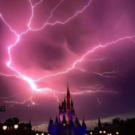 castle disneyland lightning photo // 600x600 // 29.2KB