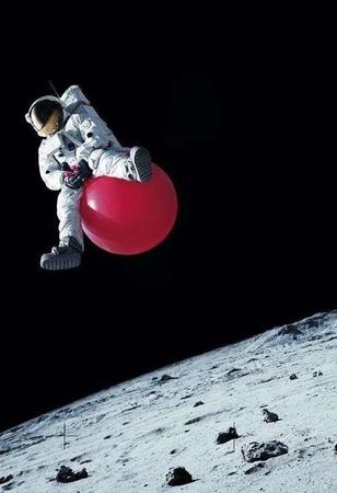 ball bounce humor moon spacesuit // 550x804 // 60.9KB