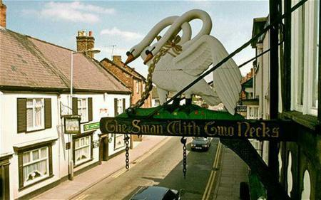 chain photo pub sign swan // 600x375 // 45.0KB