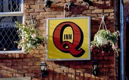 inn photo sign // 600x375 // 48.7KB