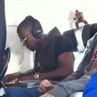 animated headphones kanye_west street_fighter // 275x275 // 4.0MB