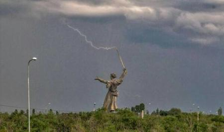 lightning photo statue sword // 600x354 // 17.0KB