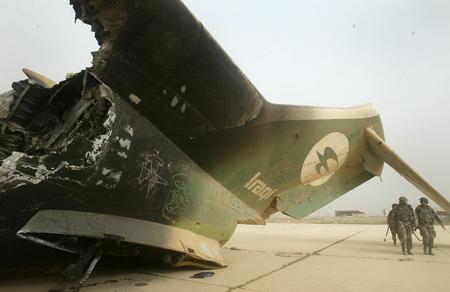 america high_res iraq photo plane soldier wreckage // 2304x1493 // 275.5KB