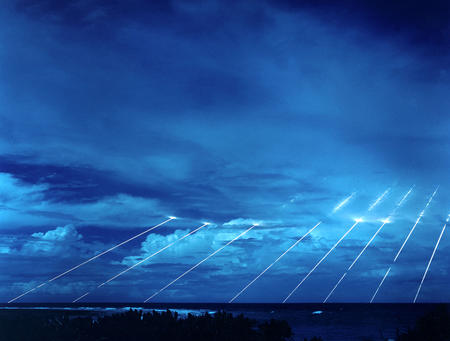 ballistic_missile clouds high_res mirv peacekeeper photo // 3000x2272 // 761.1KB